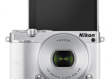 Capturing your best side has been made even easier with the Nikon 1 J5