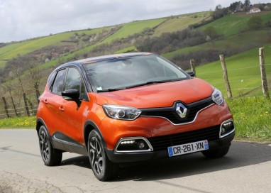 Renault rolls out their slick looking Captur crossover