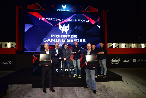 Group photo of Acer Malaysia, Microsoft and Intel VIPs with Acer Product Managers and the Predator Gaming Series.