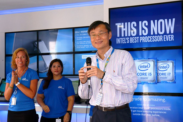 Ooi Kim Huat, Vice President of the Technology and Manufacturing Group, General Manager of Penang Assembly and Test Operations at Intel Malaysia delivering the opening remarks at the Intel® InsideOut Experience (IOE) tour.