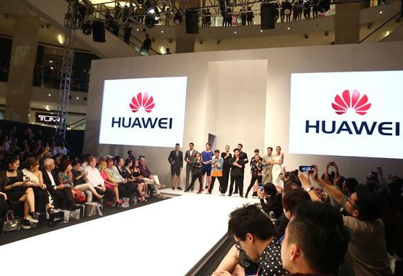 The Huawei Matebook Makes its Debut at Kuala Lumpur Fashion Week Ready-to-Wear 2016