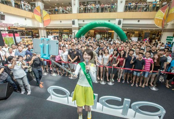 Famous Artist Min Chen celebrates OPPO F1s' First Sale Roadshow with Penang folks