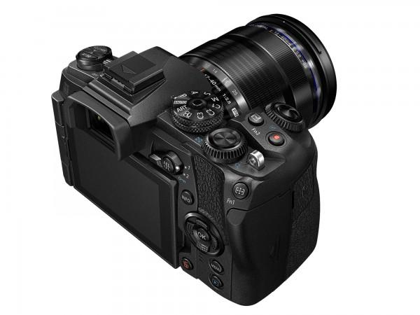 E-M1MarkII-BLK_right_closeup_M12-40mmf28-BLK
