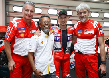 Exclusive Visit to Ducati Team Garage for Shell Advance Guests