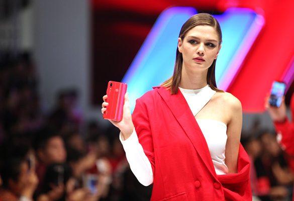 HUAWEI shakes up the Fashion Scene with HUAWEI nova 3 red
