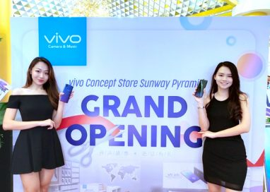 Vivo receives massive supports from their Sunway Pyramid concept store opening