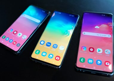 Samsung Galaxy S10 : More Screen, Cameras and Features