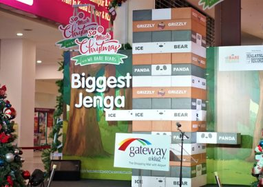 gateway@klia2 enters Malaysia Book of Records with 'Biggest Jenga Replica in Malaysia'