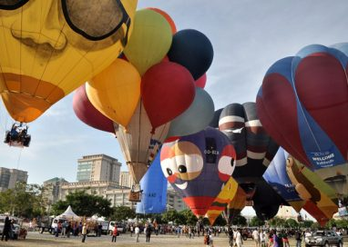 Float above Putrajaya on a hot air balloon this March 2020