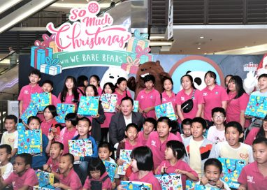 Paradigm Mall Petaling Jaya sets new record in Malaysia Book of Records with the 'Most Number We Bare Bears on a Christmas Tree'
