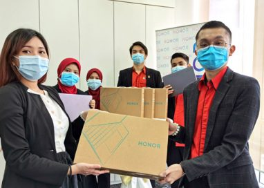 HONOR Malaysia helps UKM Students transition to E-Learning with the HONOR MagicBook