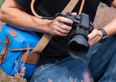 Leica V-Lux 5 Explorer Kit: From today, the ideal camera for travel, sport and outdoor photography is available as a set